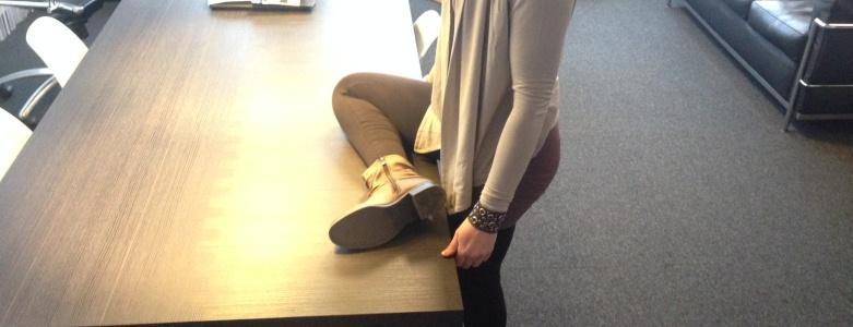 Stretchoefeningen voor in je koffiepauze bilspieren beenspieren rugspieren - GuashaTherapeut.nl