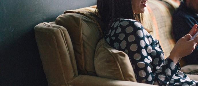 oefeningen-nekklachten-telefoon-tablet-voorkomen-guasha-therapeut
